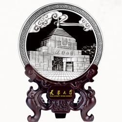 http://www.mllipin.com/天津大学炭雕工艺看盘笔筒 高档校庆礼品 会议纪念礼品定做