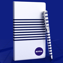 http://www.mllipin.com/私人定制 时尚高端企业商务礼品定制套装笔记本+笔