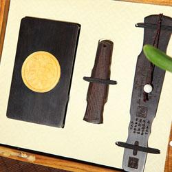 http://www.mllipin.com/古典琴式红木书签、U盘、名片夹创意礼品三件套 文化商务三件套
