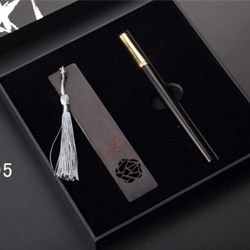 http://www.mllipin.com/紫光檀 书签 签字笔中国风商务两件套外事礼品 企业文化礼品定制