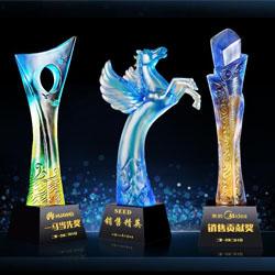 http://www.mllipin.com/琉璃颁奖礼品年会纪念礼品玻璃奖杯