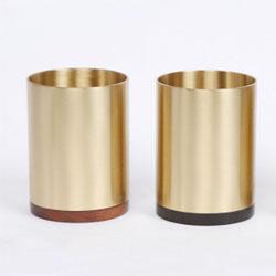 http://www.mllipin.com/黄铜与实木中国风笔筒会议纪念礼品定做企业LOGO